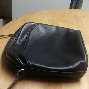 Ladies black Coach shoulder bag USED!
